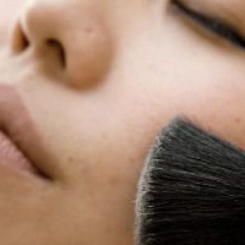 Maquiagem, calça comprida e músicas na Novo Tempo