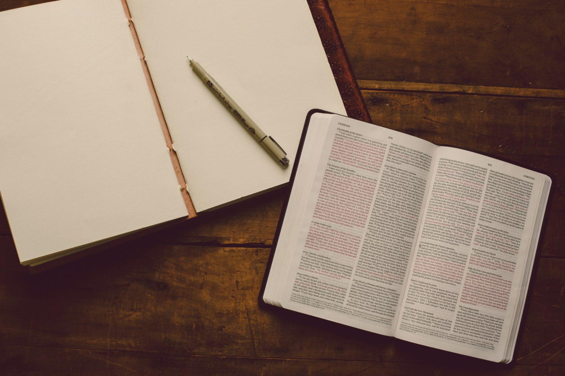 """""""Não frequento nenhuma igreja e estudo a Bíblia em casa"""""""