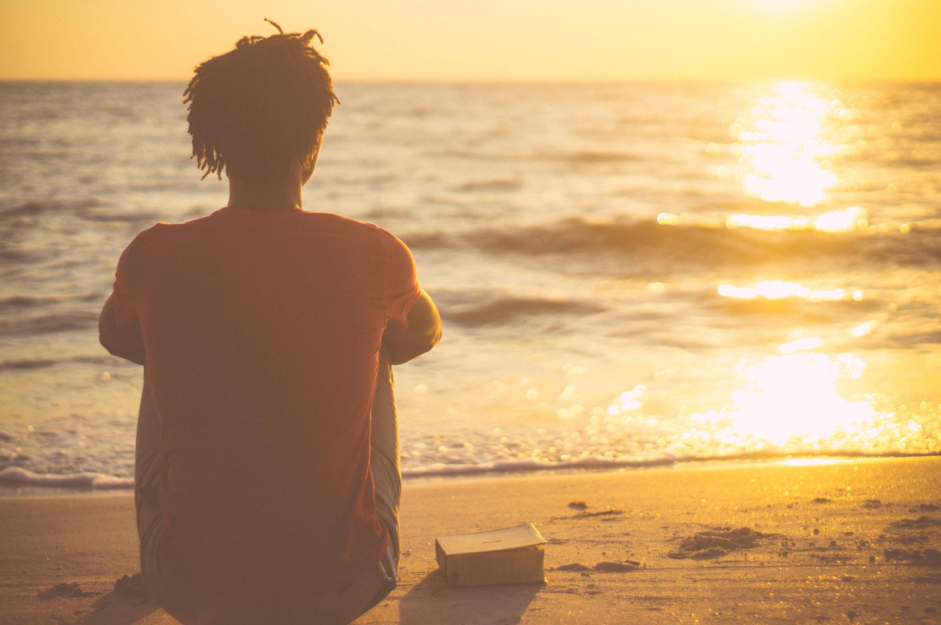 Como a religião ajuda os jovens a se manterem longe de tendências suicidas