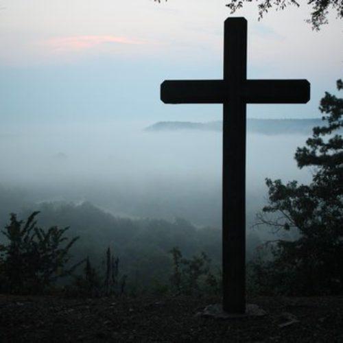 O que aconteceu com as pessoas que ressuscitaram quando Jesus morreu (Mt 27:51-53)?
