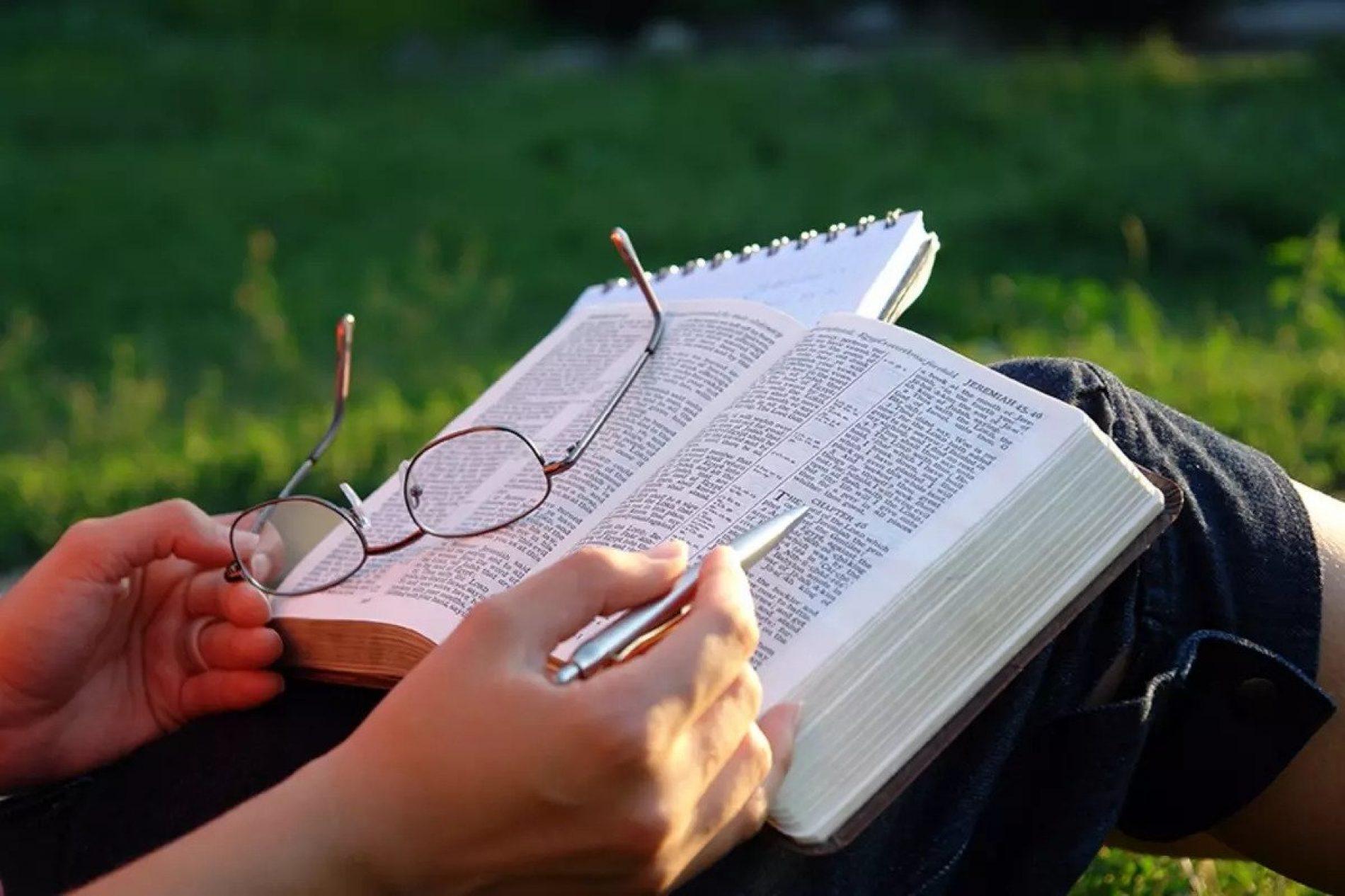 A Lei e o Evangelho estão de mãos dadas